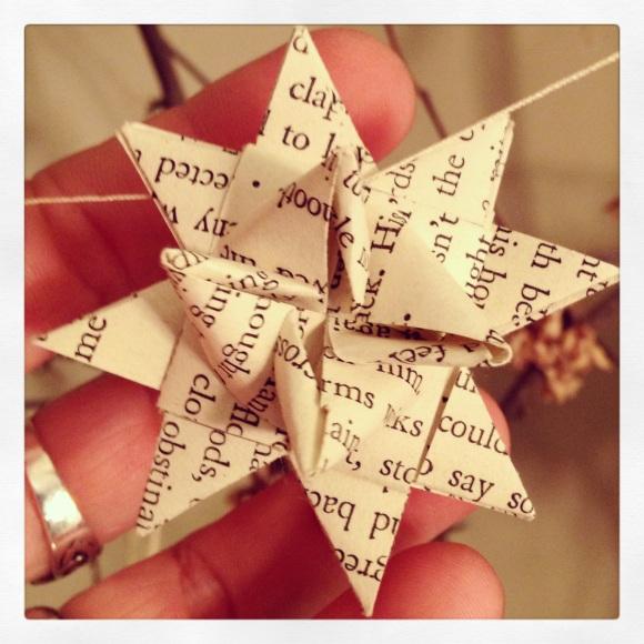 Paper prayer stars (Photo: CKirgiss, Folding: LTenBrink)